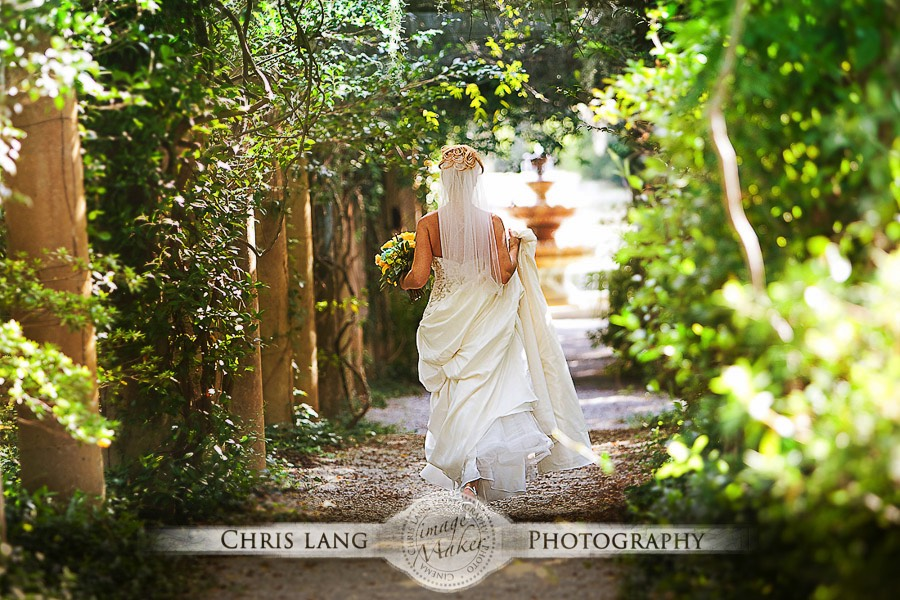 Picture Of Bride At The Pergola In Airlie Gardens Wilmington NC